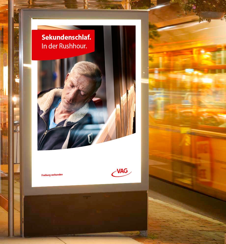 Plakat mit Beispiel des Corporate Design für die Freiburger Verkehrs AG (VAG)