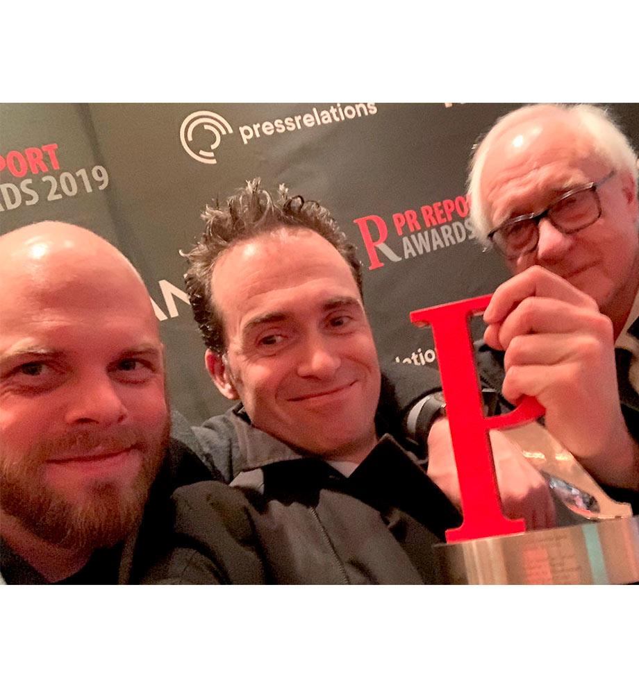 Ben Waschk, Prof. Dr. Martin Ludwig Hofmann und Michael Schleiner mit dem PR Report Award 2019