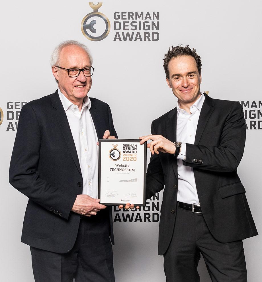 Michael Schleiner und Prof. Dr. Martin Ludwig Hofmann nehmen den German Design Award 2020 für die Website TECHNOSEUM entgegen