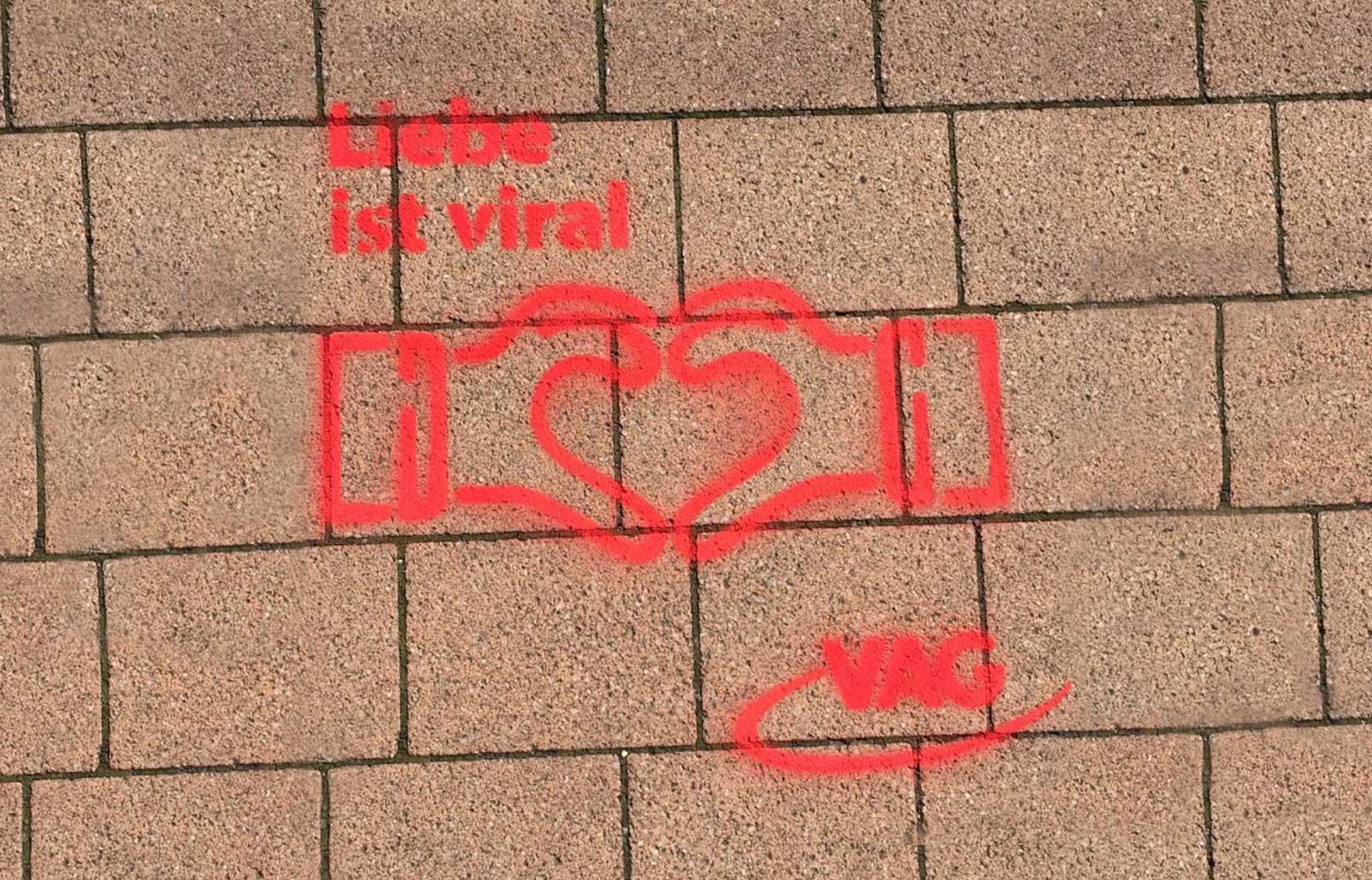 Guerilla Aktion an Haltestellen in Freiburg: Liebe ist viral, Herz-Icon, VAG Freiburg