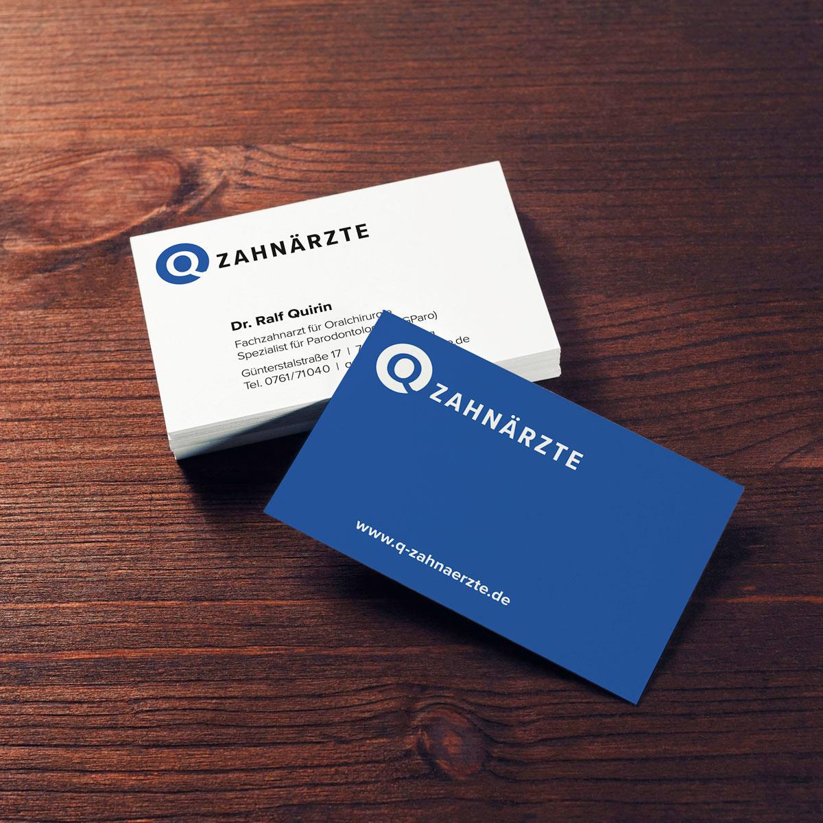 Neue Geschäftsausstattung im neuen Corporate Design der Q-Zahnärzte: Beispiel Visitenkarten