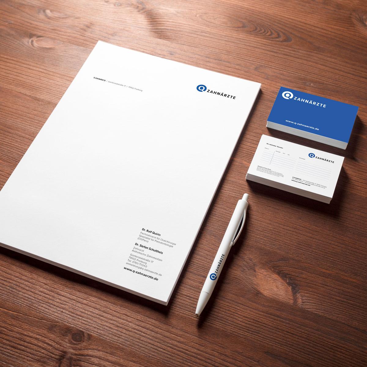 Neue Geschäftsausstattung im neuen Corporate Design der Q-Zahnärzte: Beispiel Visitenkarten und Briefbögen