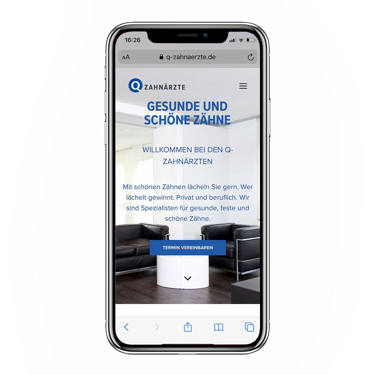 Mobile Ansicht des neuen Web Designs der Q-Zahnärzte Freiburg