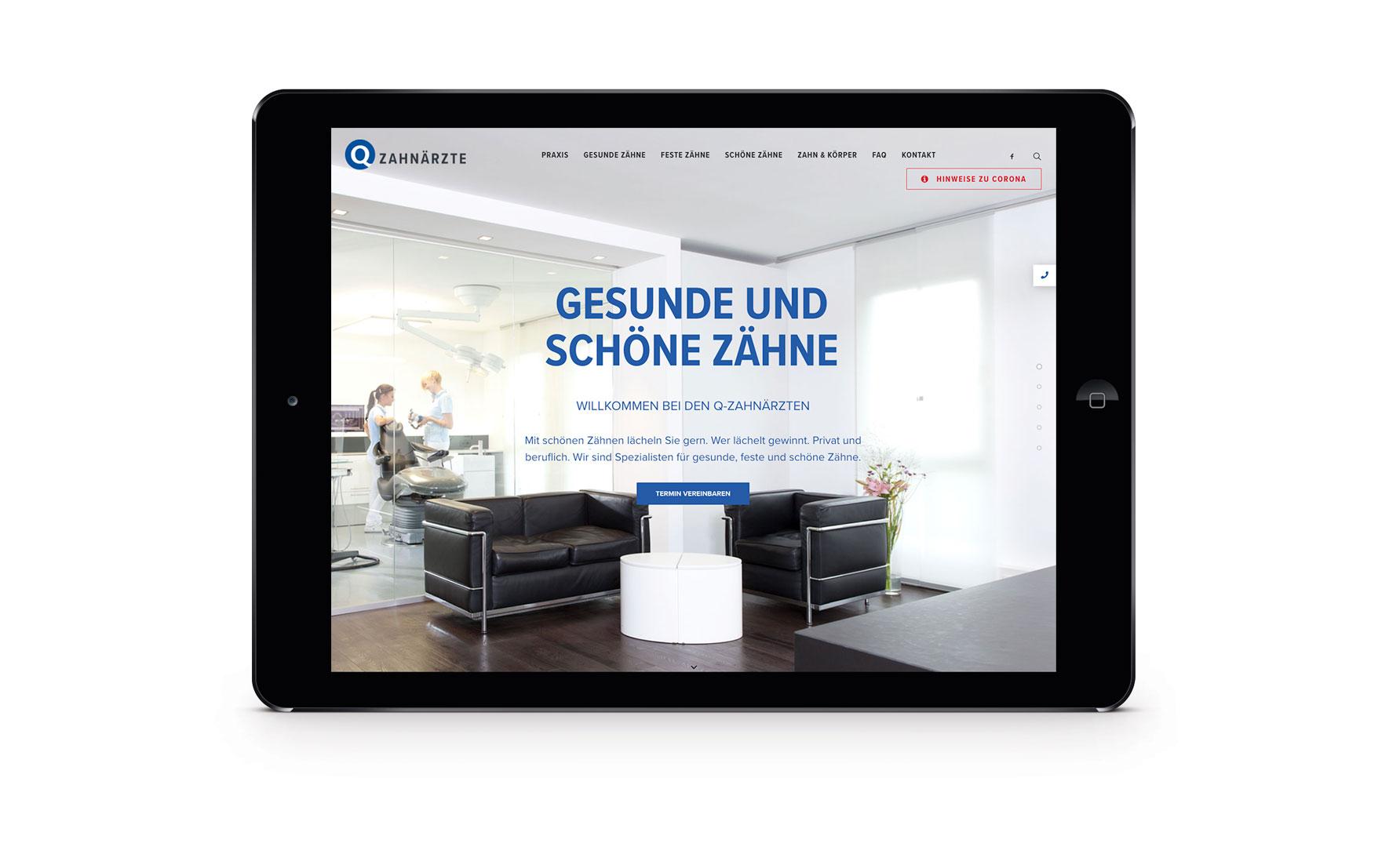 Erster Screen der neuen Website für die Q-Zahnärzte Freiburg auf einem Tablet.