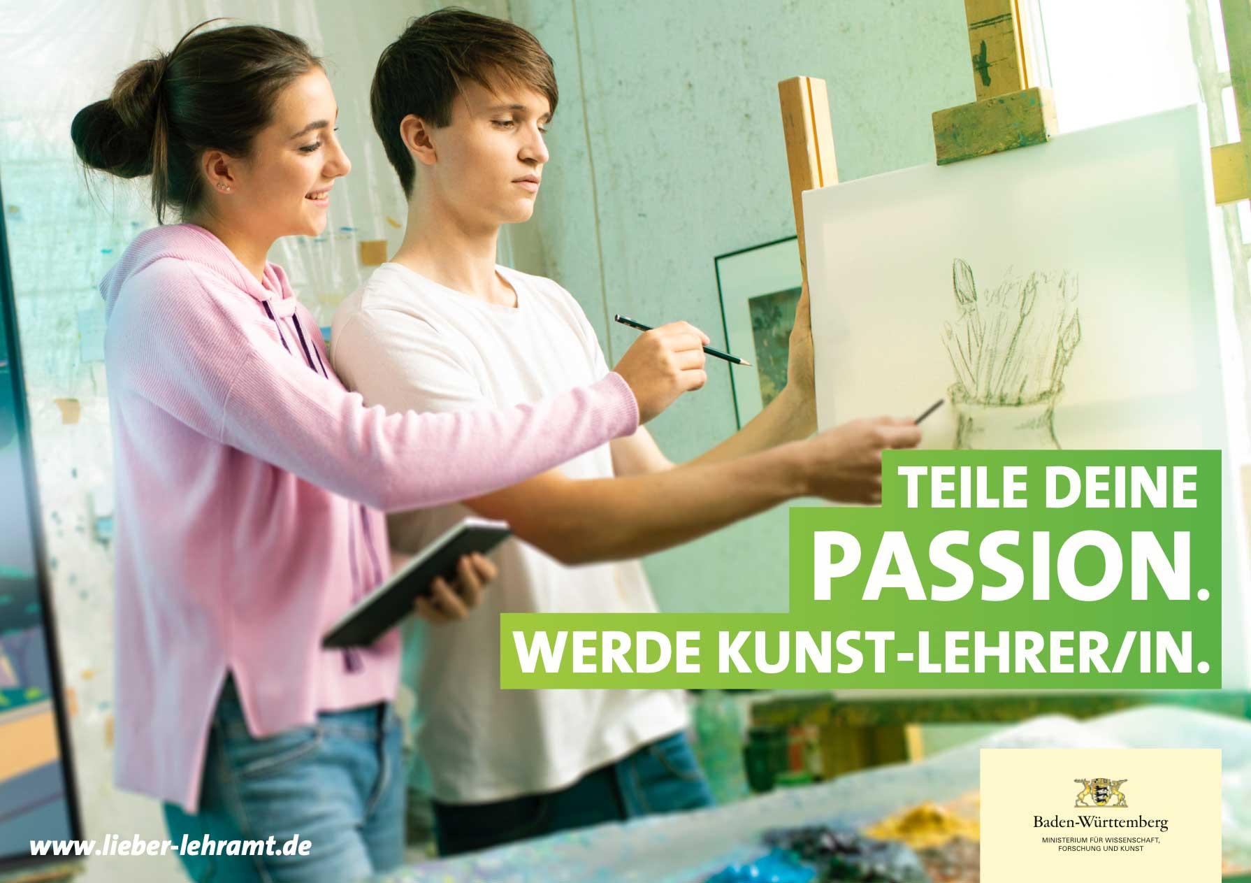 Teile Deine Passion. Werde Kunst-Lehrer/in. Zwei kunstbegeisterte Jugendliche arbeiten kreativ an einer Zeichnung.